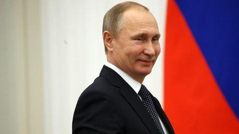 Jön Putyin, aki viccelődik a nemi erőszakkal és gyengének tartja a nőket