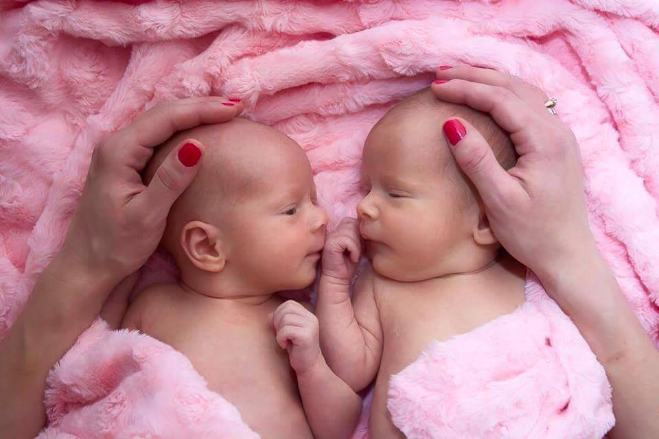 Léna, Szonja, négy hónaposak