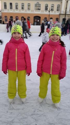 Nóra és Kata, 8 évesek