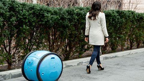 Itt a robot, ami cipeli helyetted a cuccaidat