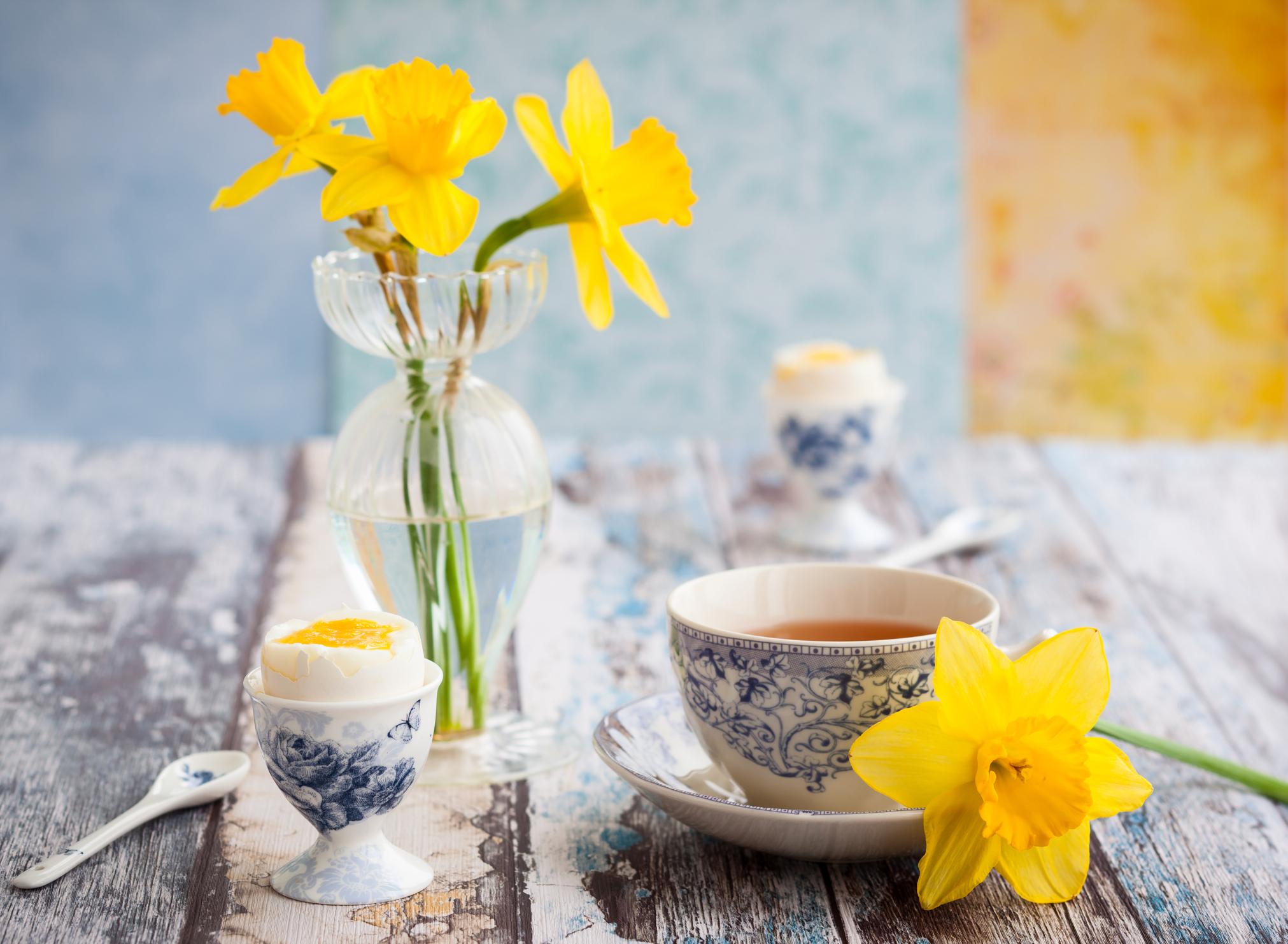 Ha egyáltalán nincs kedved dekorálni, akkor gyűjts be a virágárustól egy csokorra való tavaszi virágot, és hidd el, máris jobb hangulata lesz a lakásodnak!