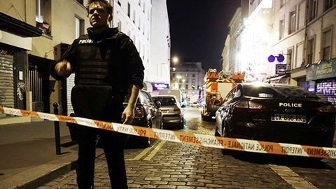 Napok óta tüntetnek Párizsban, miután egy rendőr megerőszakolt egy férfit