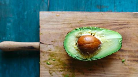 7 étel, ami egyensúlyban tartja a pajzsmirigyedet