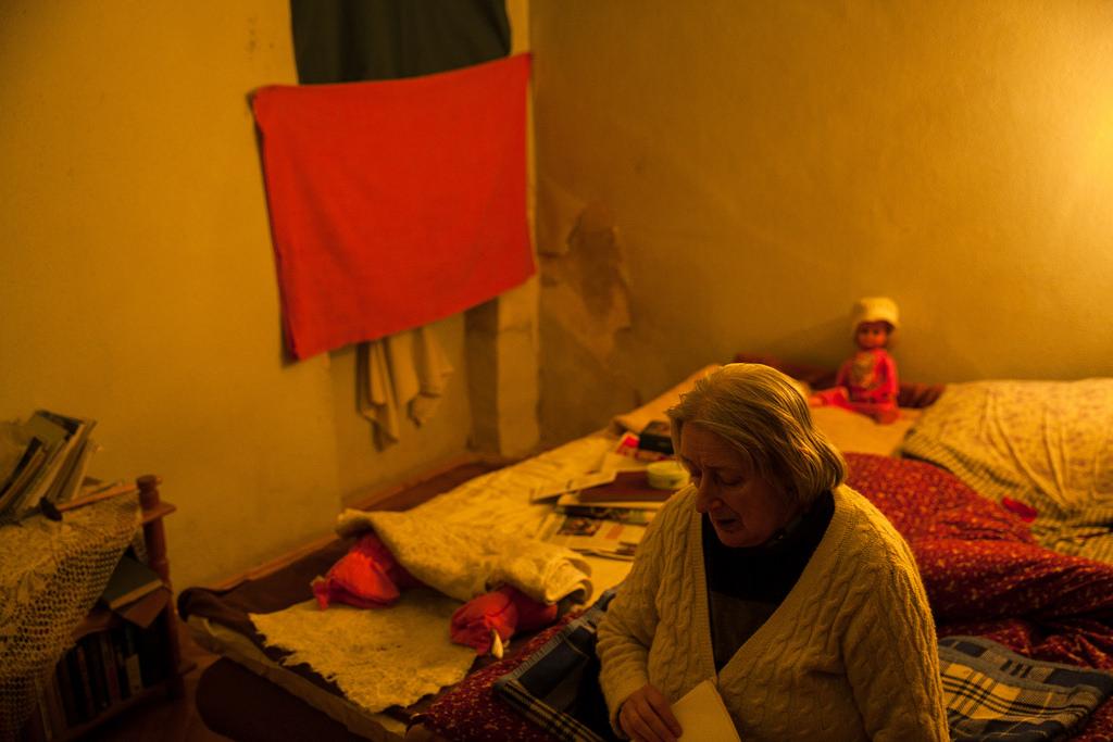 Evelin a lakásában fotó: Magócsi Márton