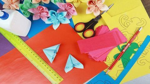 Készítsetek ti is mesébe illő tavaszi dekorációt az osztályterembe