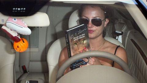 Még Britney-ből is elő tud bújni a könyvmoly – 12 önfeledten olvasó celeb