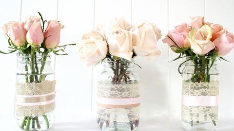 DIY: Várd a tavaszt csodaszép befőttesüvegekből készült vázákkal!