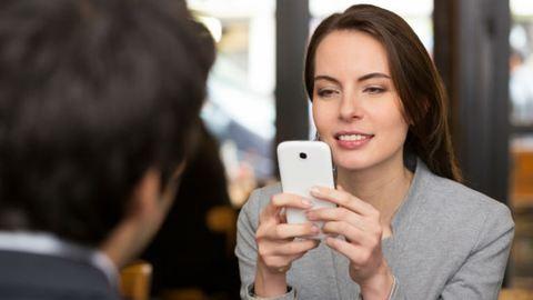 Lehet, hogy a mobilodat jobban szereted, mint a pasidat? - Teszteld és kiderül!