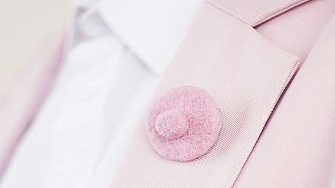 Ezzel a mellbimbós kiegészítővel bármikor diszkréten harcolhatsz a feminizmusért