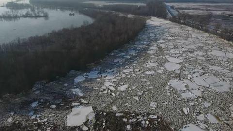 Misztikus drónvideó a tiszai jeges árról