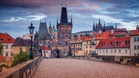 Sör, pazar Várnegyed és a sárkányölő testvérek szobra – Hosszú hétvége Prágában