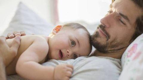 Édeskettes – így babáznak az apák titokban