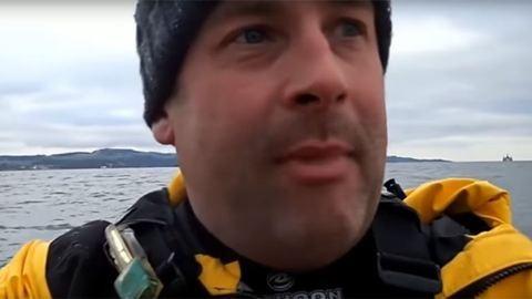 Videó: különös utasa akadt egy skót kajakosnak