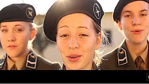 Sztriptízelni kellett a német katonák közé felvételiző nőknek