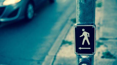 Szabálytalan gyalogos után rohant a rendőr Győrben