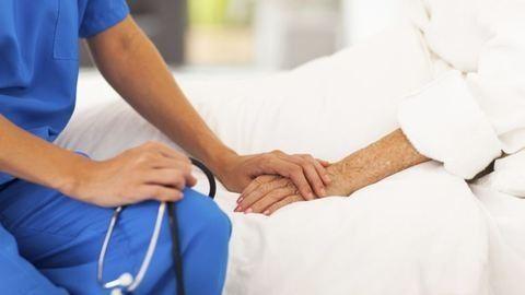 Ennyivel kapnak többet az ápolók