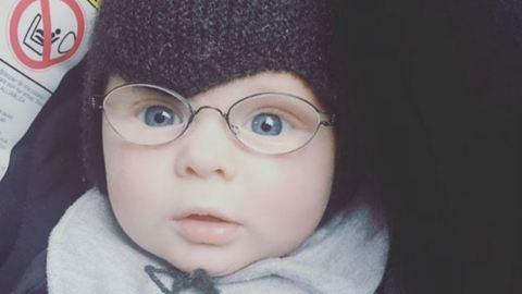 Elolvadsz a kisfiútól, aki életében először látja tisztán az anyukáját – videó