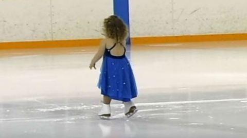 Imádja az internet a hároméves jégtáncos kislányt!