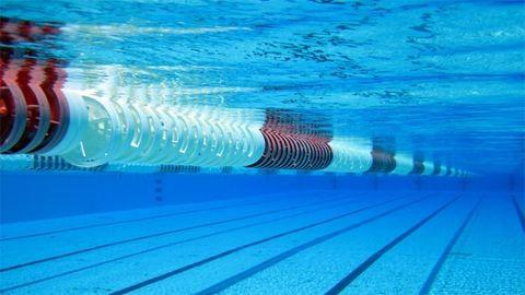 Nem engedik be a meleg sportolókat egy budapesti uszodába