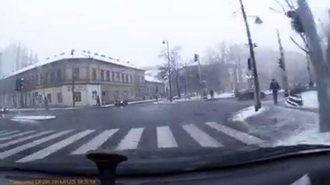 Videóra vette, amint a Kálvária téren rendőrrel ütközött