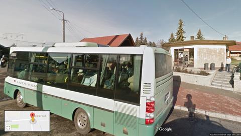 A megállóban várakozók közé hajtott egy busz Somogyban