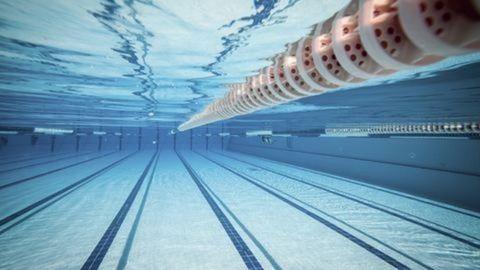 Világrekordot úszott a 80 éves magyar úszó