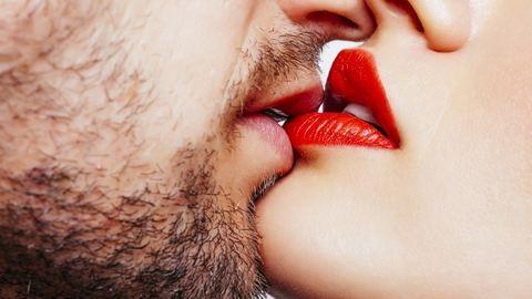 A legtöbb ember júniusban veszíti el a szüzességét – tények a szexről