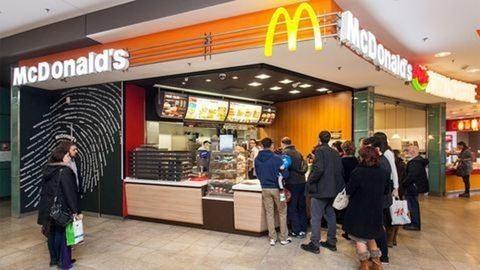 Házhoz szállítással enyhítene a gondjain a McDonalds