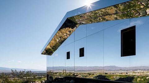 Észre sem vennéd a kaliforniai tájban ezt az elképesztő, tükrös házat – fotók