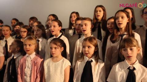 Együtt énekeltük a Bodzavirágot a Mindenki gyermekkórusával – videó