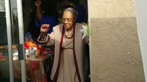 Elképesztő produkcióval rukkolt elő 100. születésnapján a nagyi