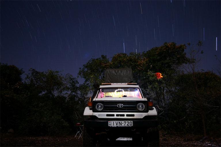 Kempingezés a csillagos ég alatt Burkina Fasóban (Fotó: http://zsuzsiestekergo.blog.hu/)