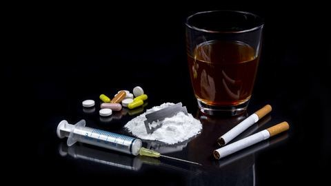 Rendőr árult drogot a téti kocsmában