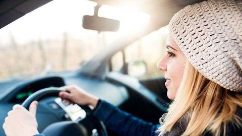 Magabiztos női sofőr – tények és tévhitek