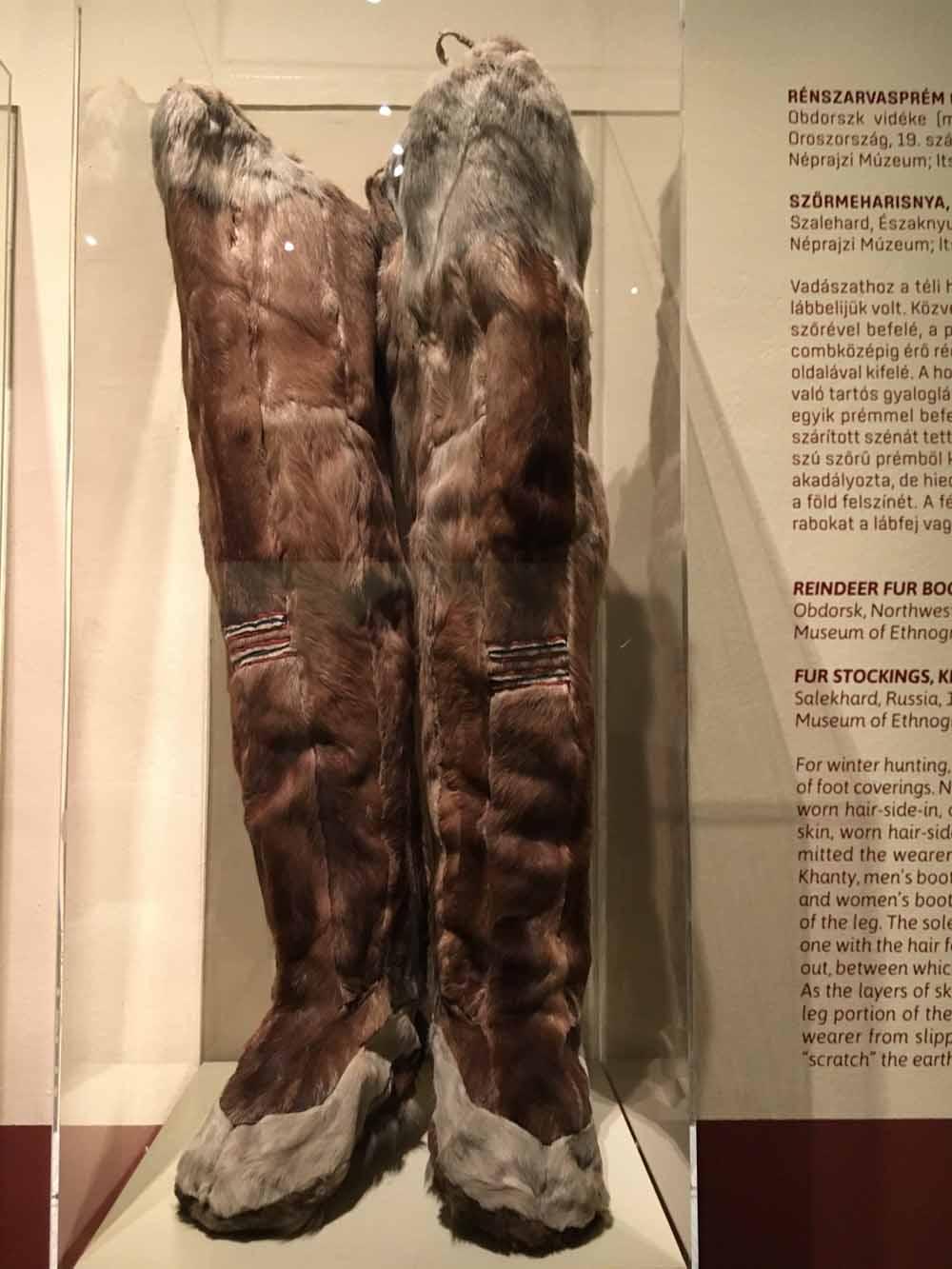 Vérbosszúcipő és halbőrből készült csizma