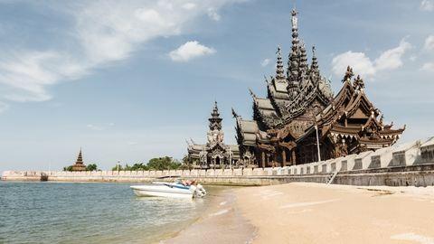 Letűnt ősi romok és ragyogó aranyozott kegyhelyek – Thaiföld 10 legszebb temploma