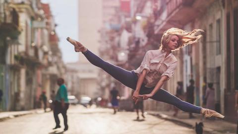 14 lélegzetelállító kép balerinákról, városi környezetben