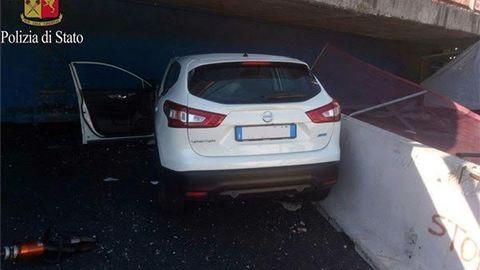 Autópályára szakadt a felüljáró Olaszországban – fotók