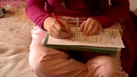 Senki sem segít az autista kislányon, hogy iskolába járhasson