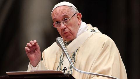 Házas férfiakat szentelne pappá Ferenc pápa