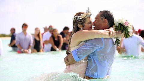 Így néz ki egy esküvő a Karib-tenger közepén!