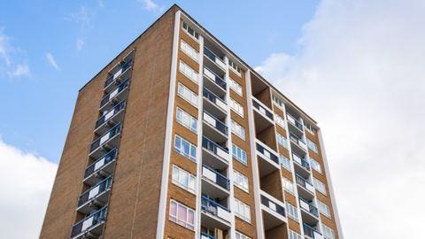 A 9. emeletről esett ki szelfizés közben a 15 éves lány