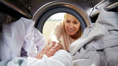 Nem volt jó ötlet mosógépben ringatni a gyereket