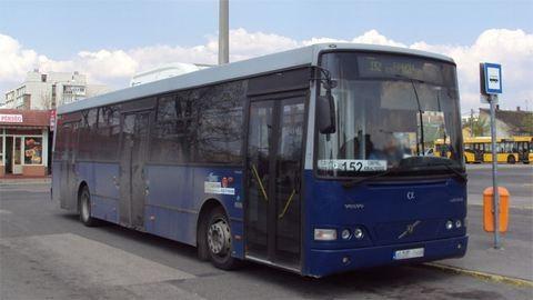 Utasok élesztettek újra a buszsofőrt