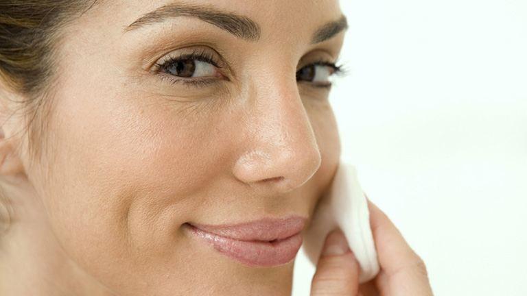5 alapos arctisztító problémás bőrre