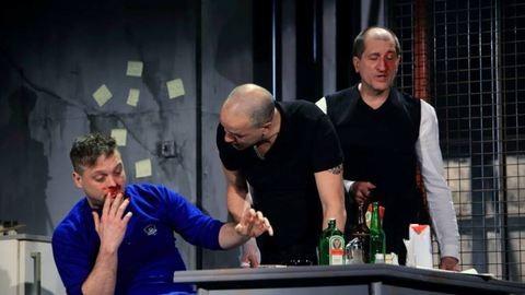 Előadás közben ütötte ki a színész a direktor fogát