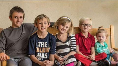 Netes szenzáció lett az 5 árva testvér, akik egy családhoz szeretnének kerülni