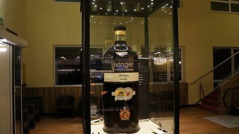 1590 literes a világ legnagyobb borospalackja