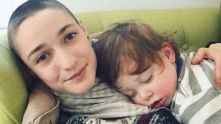 Leborotválta a haját, hogy életre szóló leckét adjon kisfiának