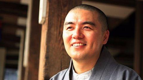 Twitteren okít boldogságból a buddhista szerzetes